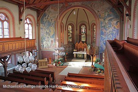 Altar- und Innenraum der Michaeliskirche